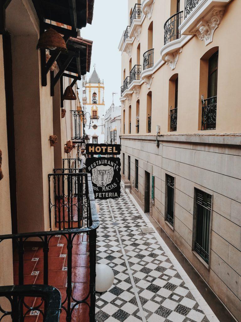 Hermano-Macias-Hotel