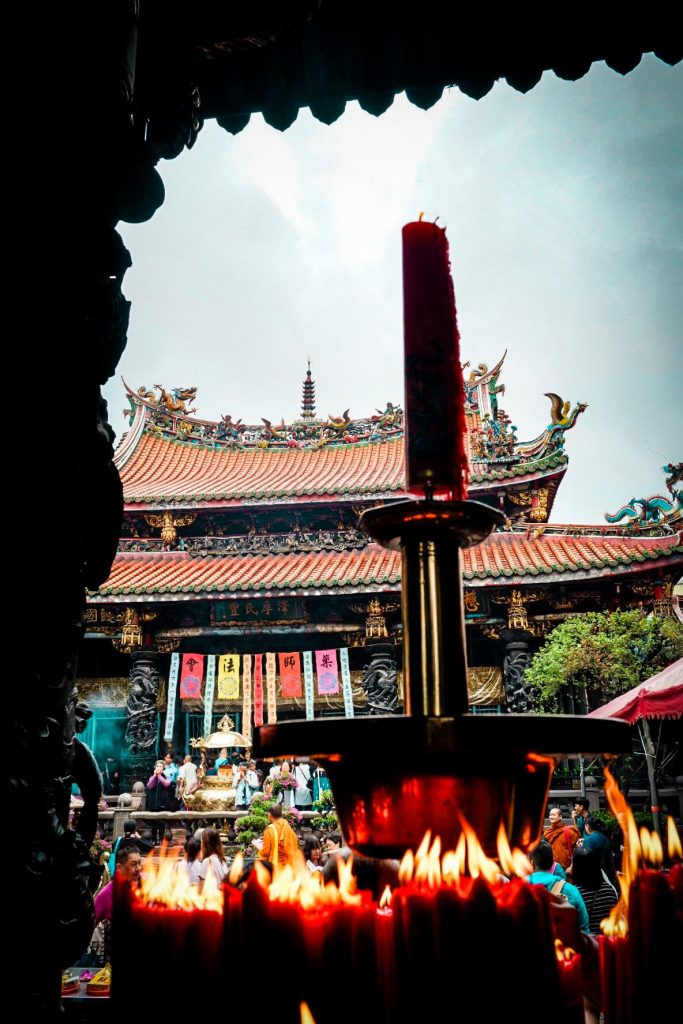 Longshan-temple-karlaroundtheworld