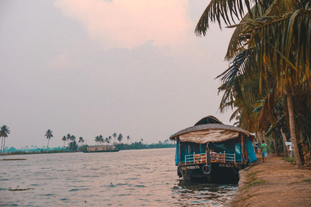 deluxe-boathouse-in-alleppey