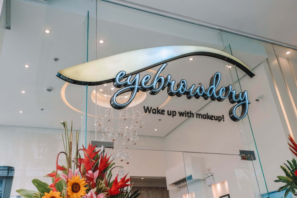 Eyebrowdery Opens in Newport