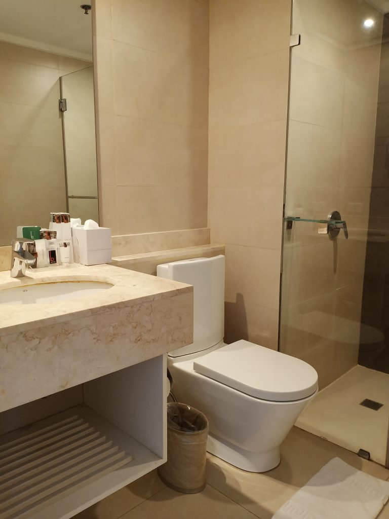 B Hotel Alabang Bathroom